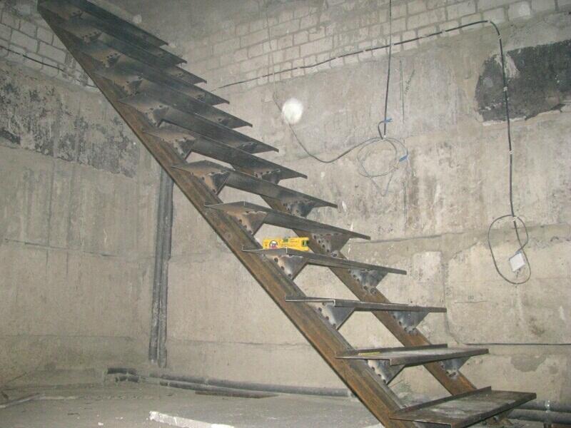 Металлическая лестница в погреб своими руками 281