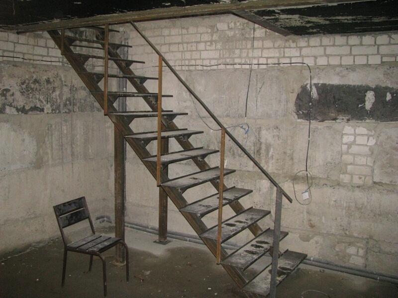 Металлическая лестница в погреб своими руками 342